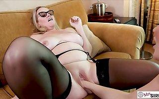 Katy Jayne Fists Dee Siren