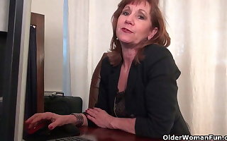 Office granny in pantyhose works their way venerable pussy